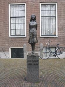 Monumento a Anna Frank. Amsterdam.