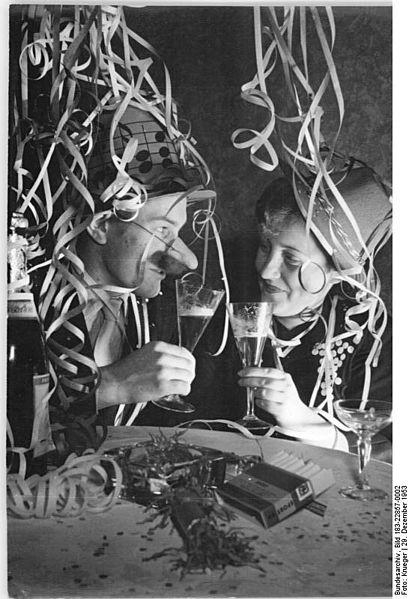 409px-Bundesarchiv_Bild_183-22857-0002,_Neujahrsfest